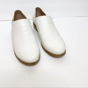 Toms Shaye Croc Embossed White Loafer Size 8.5